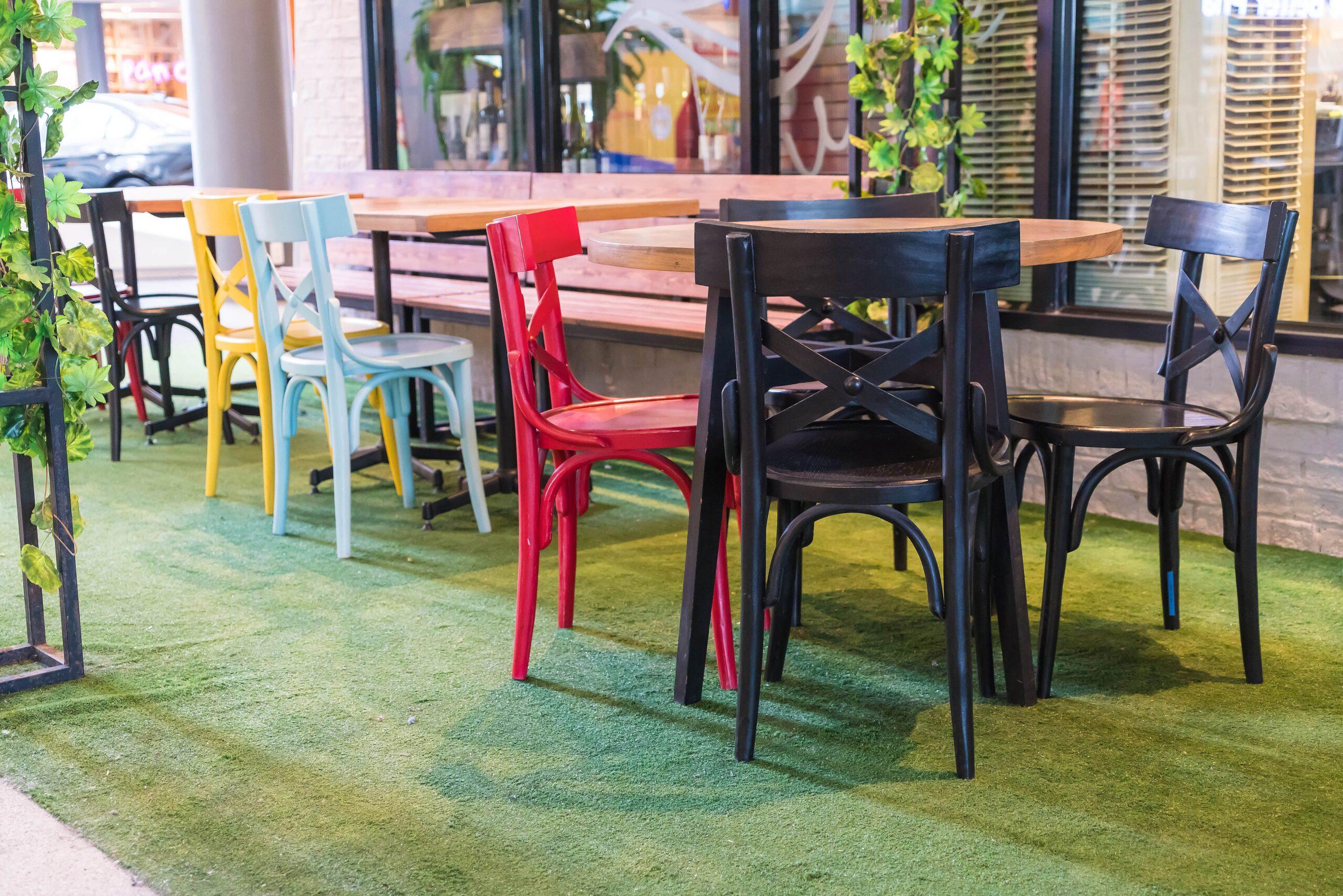 Color Stühle (zum Beispiel für das Fotostudio)